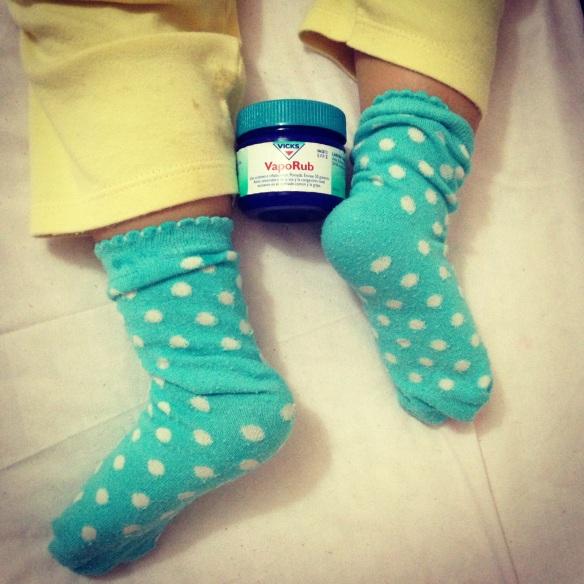 remedio contra la tos vicks vaporud en los pies