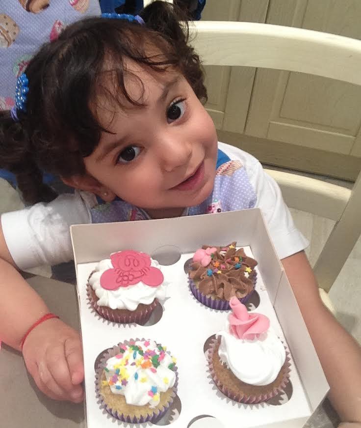Preparando cupcakes con alma obregon celina y sus baby - Videos de alma obregon ...